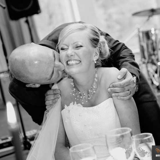 fotograf til bryllup Aarhus-Viborg-Østjylland-Midtjylland kys bruden