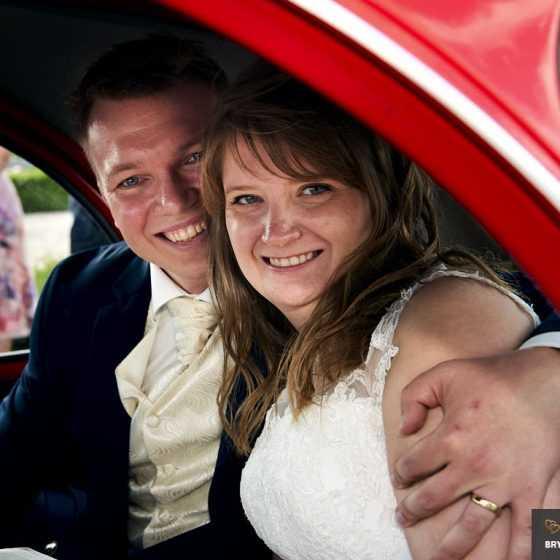 fotograf til bryllup Aarhus-Viborg-Østjylland-Midtjylland omfavnelse nygifte